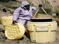 泄漏应急桶在危化品运输、有毒物质采集储存等方面的应用