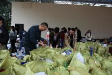 湖北鹤峰县5000余人捐废纸献爱心