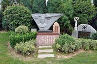 郑州墓地 空军飞行员李剑英烈士