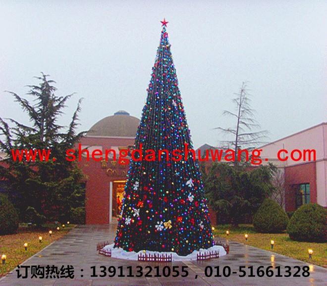 大型俱乐部外的大型框架圣诞树_副本网址带电话600k.jpg