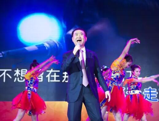 从王健林唱假行僧,看创业CEO如何做公关
