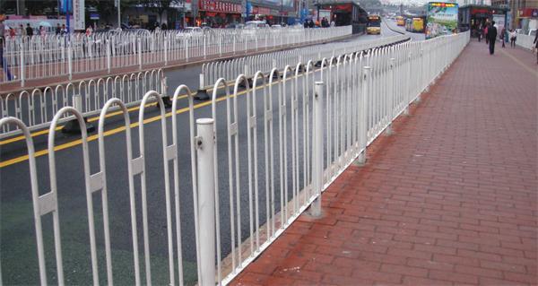 人行道护栏.jpg