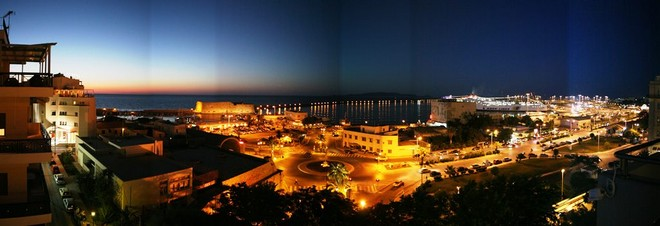 Heraklion_harbour_scene_after_sunset_(panorama) Crete 1024.jpg