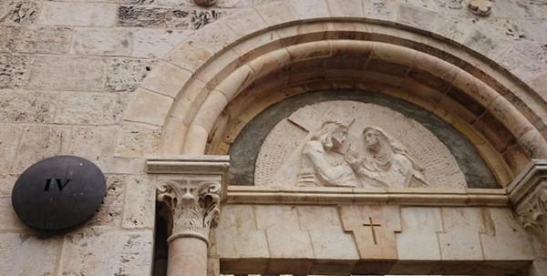 耶稣遇见母亲玛利亚.jpg