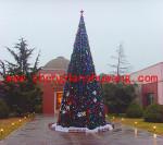 俱乐部外的大型框架圣诞树
