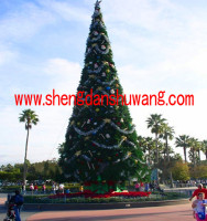变电公司/工厂里的大型框架圣诞树