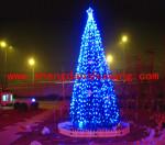 家具展厅外的大型框架圣诞树